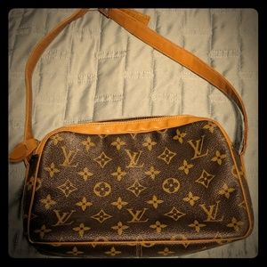 Small vintage Louis Vuitton shoulder bag